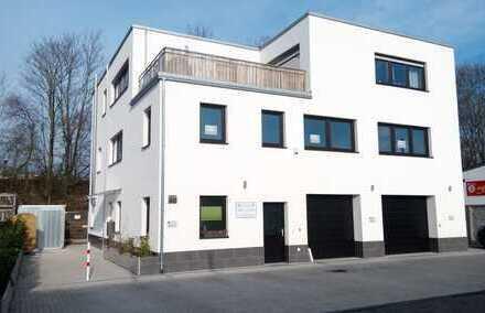 Moderne Wohnung mit großer Dachterrasse in hocheffizientem Wohn- Büro- und Hallenobjekt, ruhige Lage
