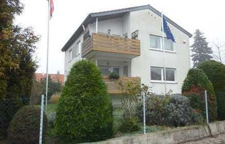 2 Fam.Haus mit angr. Bauplatz, zusammen 1.401 qm