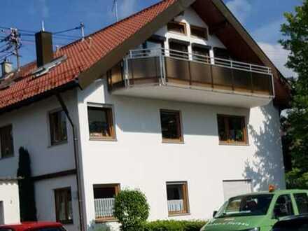 Zwei Zimmer DG-Wohnung mit Aussichtsbalkon