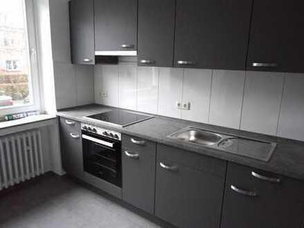 Vollständig renovierte 1-Zimmer-EG-Wohnung mit Einbauküche in ruhiger Wohnlage