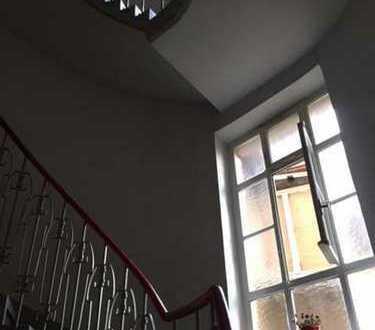 Top Gelegenheit für Handwerker oder Kapitalanleger! Attraktive Wohnung + ausbaubarer Dachspeicher!