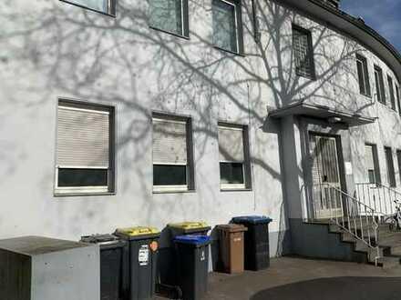 3-Zimmer-Dachgeschoß-Wohnung in Köln Müngersdorf