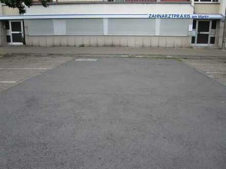 Ehemalige Zahnarztpraxis ! Ebenerdige Büro/Praxis. ca. 165 m² Gewf. + ca. 80 m² Nutzfl. + 3 Garagen.