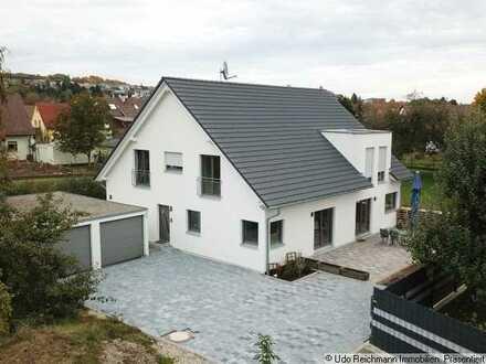 Ruhig, sonnig und zentral! Neuwertige Wohnung als Doppelhaushälfte in Bräunlingen!