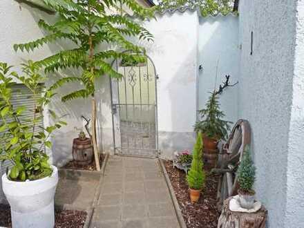 Doppelhaushälfte mit unterkellertem Gartenhaus, schönem Garten und Garage. (Mehrgenerationenhaus)