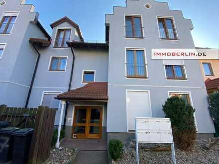 IMMOBERLIN: Ersteinzug nach Sanierung! Exquisite Wohnung in ruhiger Lage