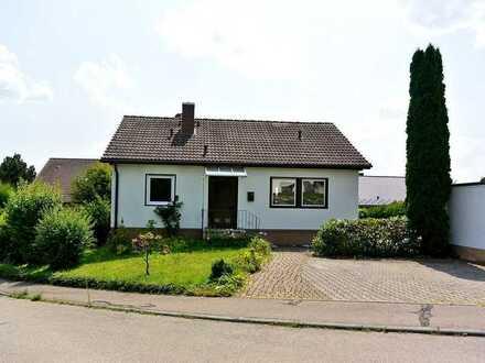 Preiswertes Wohnhaus mit Garage und Gartenhaus in guter Wohnlage von Bad Waldsee - Mittelurbach