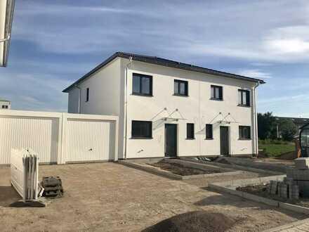 NEUBAU/Erstbezug: 4-Zimmer-Doppelhaushälfte mit Gartenterrasse in Maxdorf