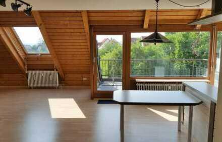 Neuwertige 1,5-Zimmer-Maisonette-Wohnung mit Balkon und Einbauküche in Urbach