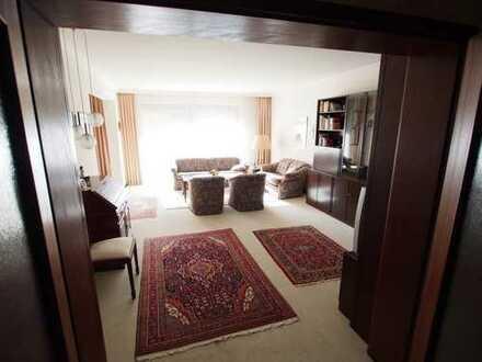 Schöne 4-Zimmer-Erdgeschosswohnung mit Einbauküche und Terrasse in Wellingsbüttel, Hamburg