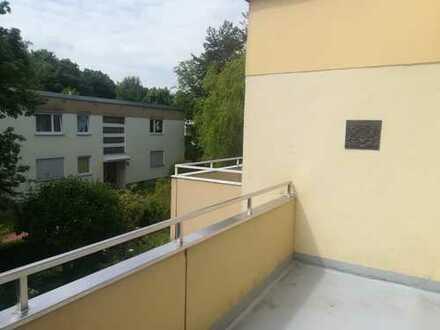 Schöne 4-Zimmer-Wohnung mit Tiefgaragenplatz in Untermenzing, München
