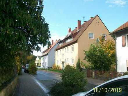 Gepflegte 2-Zimmer-Dachgeschosswohnung mit EBK in Wachenheim an der Weinstraße