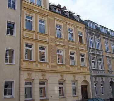 Gesamtetage als familienfreundliche 5-Zimmer-Wohnung mit Küche und 2 Bädern zu vermieten
