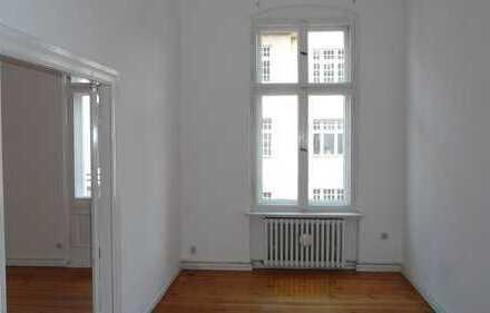 Gepflegte 2-Zimmer-Wohnung mit Balkon und Einbauküche in Berlin Friedenau (Schöneberg)