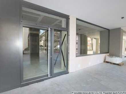 Kernsaniertes Ladenlokal mit großer Schaufensterfront
