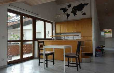 Gepflegte 2,5-Zimmer-Terrassenwohnung mit Balkon und Einbauküche in Oberboihingen