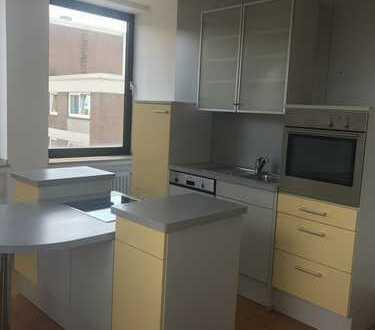 75qm frisch renovierter Wohnung mit 35qm Dachterrasse und Einbauküche