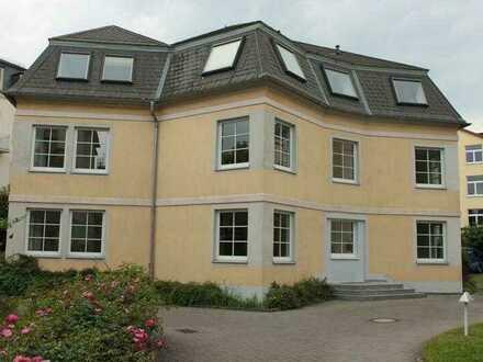 Schickes Zimmer in 5-Parteien-Wohngemeinschaft !