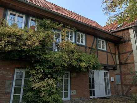 RUDNICK bietet EINZIGARTIG: Historisches Anwesen als Wohn- und Geschäftshaus in Pattensen