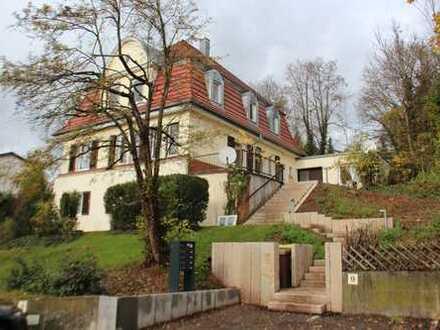 Schöne, geräumige zwei Zimmer Wohnung in Esslingen am Neckar im Grünen Esslingens