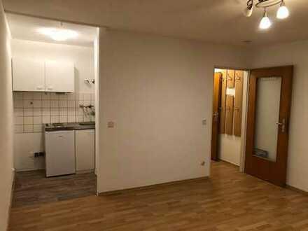 Kleines Single-Apartment in Dachgeschoß eines Mehrfamilienhauses in ruhiger Lage zu vermieten