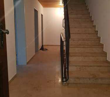 """ERSTBEZUG NACH SANIERUNG / Familienfreundliche 5-Zimmer-""""Haus im Haus""""-Wohnung in Forstinning"""