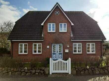Nieblum/Insel Föhr - von/an privat - schöne sonnige 2-Zimmer-Dachgeschosswohnung in ruhiger Lage