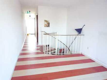 Maxvorstadt, Nähe Maßmannpark: Süße, helle Maisonettewohnung mit ruhigem Balkon, 65 m², frei!