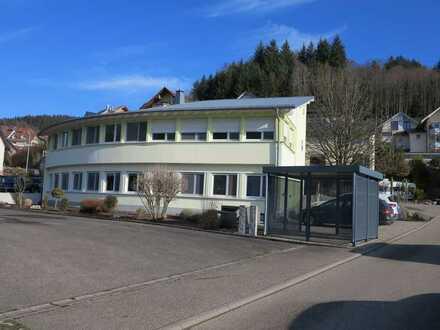 Bürogebäude mit viel Platz und guter Anbindung