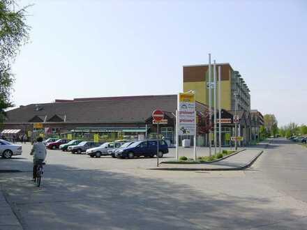 Verbrauchermarkt mit ca. 80 befestigten Stellplätzen zu vermieten