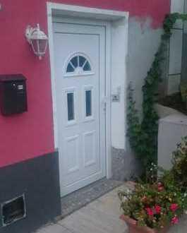 Kapitalanleger aufgepasst! Vermietetes Einfamilienhaus mit Gewerbeeinheit im Erdgeschoss