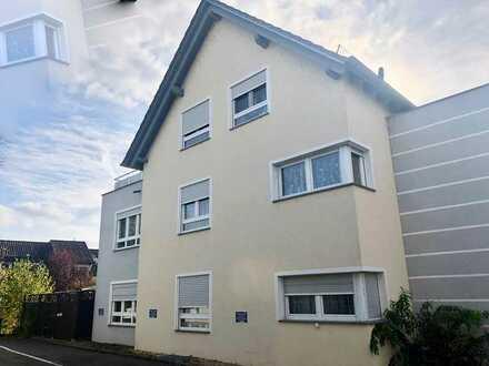 ...und alles um die Ecke - Tolle 4,5 Zi.-Maisonette-Wohnung mit Balkon + Dachterrasse