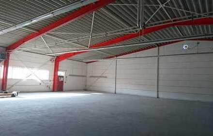 Gepflegte Gewerbehalle mit Büro und Wohnung zu vermieten