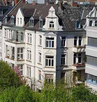 Ein ehrenwertes Haus, 5 Zi.-Whg, Altbau, saniert, 2 Balkone, Terrasse möglich, seitliches Westend