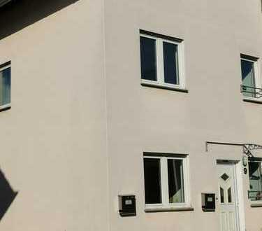 Erstbezug: Moderne, sanierte Doppelhaushäflte in gefragter Wohnlage (Baujahr 2005)- bezugsfertig!