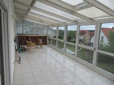 Frisch renovierte 3,5 Zimmer Wohnung (inkl. großem Wintergarten) in Taufkirchen (Vils)