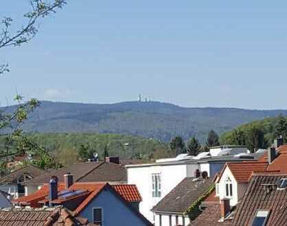 """Kelkheim-Mitte, 4-Zi. DG """"hell mit Ausblick"""" für Leute die Wohnatmosphäre suchen, von Privat"""