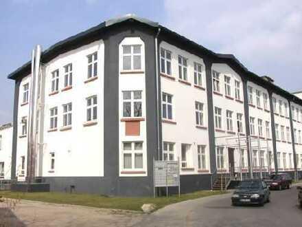 Industriehalle + Büroräume