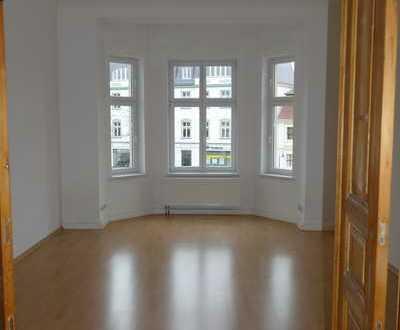 Geräumige 3,5-Zimmer-Altbau-Wohnung am Brandenburger Platz zu vermieten!