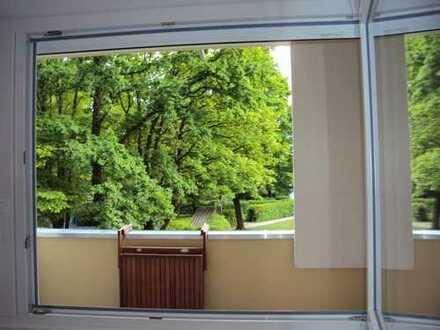***Wohnen im Grünen*** Bezugsfreie 3 Zimmer mit sonniger Loggia und EBK im begehrten Bogenhausen
