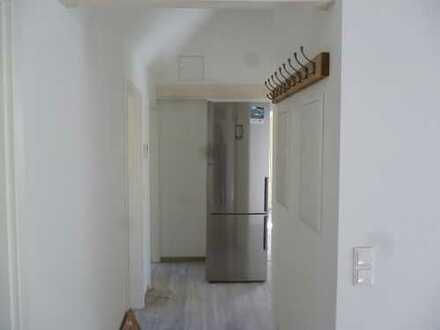 **WG-Dachgeschoss-Wohnung - Erstbezug nach Kernsanierung **