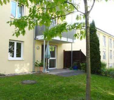 Barrierefreies Wohnen ... 3 Zimmer Wohnung mit Terrasse, Gartenanteil und Carport
