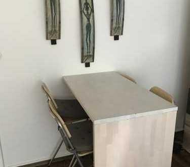 Möbliertes Zimmer zur Zwischenmiete in 65 m² Wohnung direkt neben der Jade Hochschule