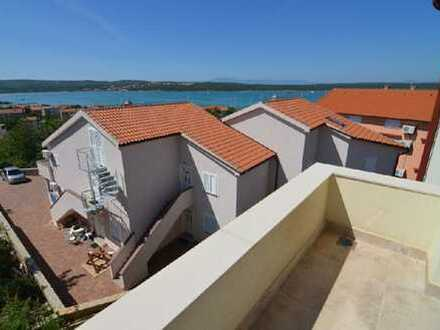 Eingerichtete Wohnung mit Meerblick in attraktiver Lage