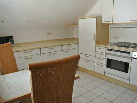 Gepflegte 2-Zimmer-Dachgeschosswohnung mit Loggia und Einbauküche in Feucht