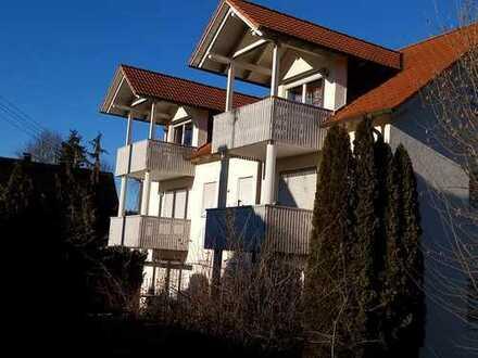 helle Dachgeschoßwohnung m. großen Balkon