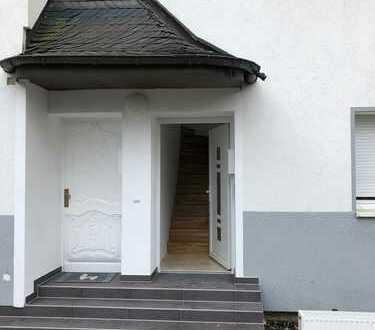 Haus in Haus, schöne, geräumige 5 Zimmer Wohnung in Köln, auch WG geeignet