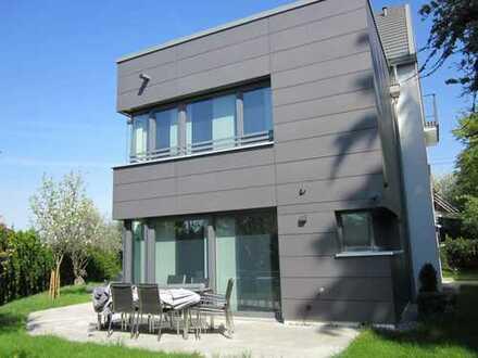 Moderne 6 1/2 Zi.-Stadtvilla mit Aufzug & vielen Extras in guter Lage S-Bad Cannstatt - sofort frei!