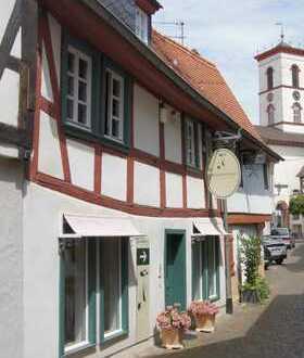 Sehr schöner Laden oder Büro - 30 m vom historischen Marktplatz - zu vermieten