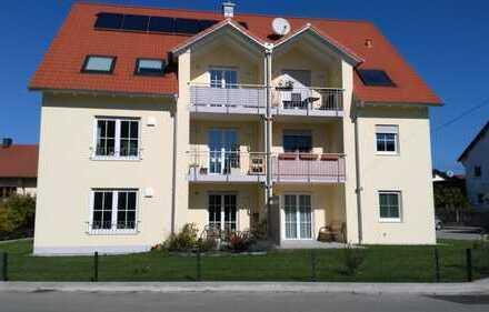 Neuwertige 2,5-Zimmer-DG-Wohnung mit Balkon und Einbauküche